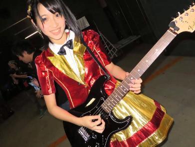 山下エミリー ギター